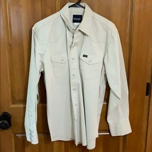 Wrangler large button down long sleeve shirt.